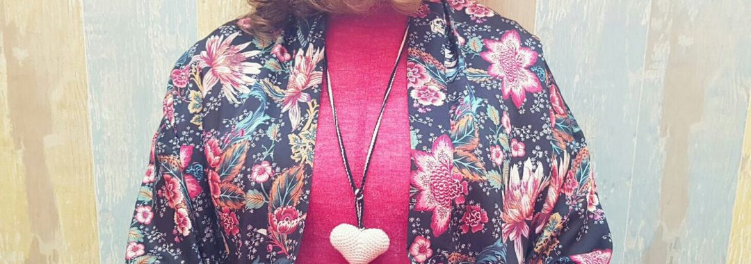 Collar de ganchillo flor corazón